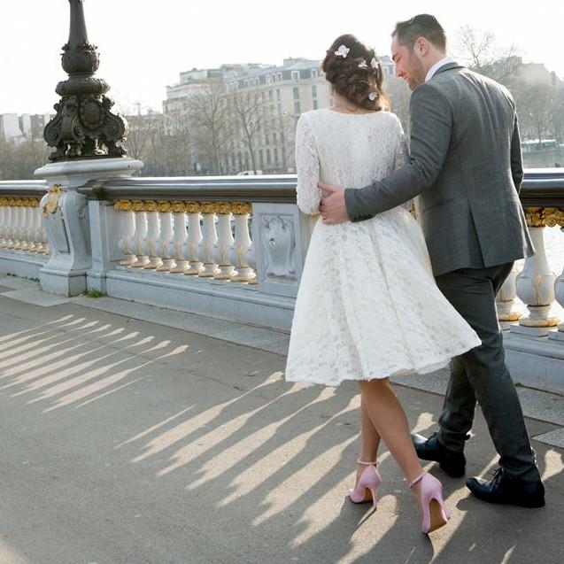 Tour Eiffel  teinté en rose et collier